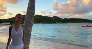 Bella Hadid şeffaf bluzu ile dikkat çekti