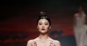 Renkli görüntülere sahne olan Çin Moda Haftası'ndan kareler