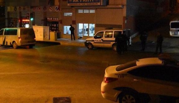 İzmir'de AKP ilçe binasına saldırı