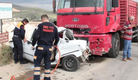 İzmir'de TIR otomobille çarpıştı: 4 ölü