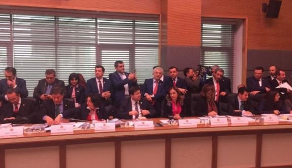 Anayasa Komisyonu'nda 'salon' tartışması
