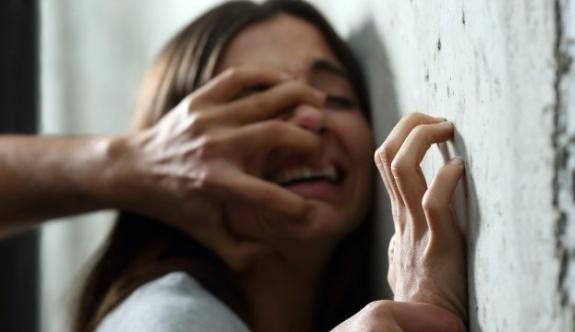 Üvey kızına 3 yıl boyunca tecavüz etti