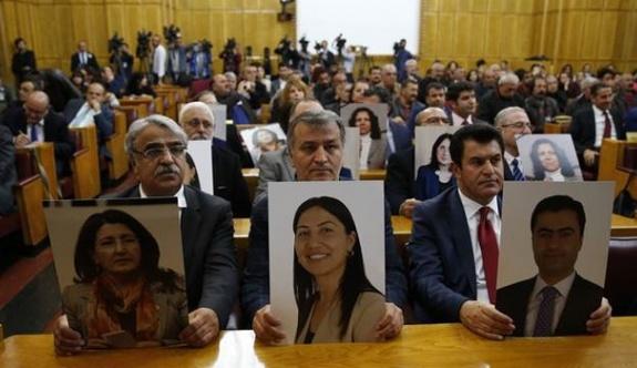 Yeni Süreçin Politikası: HDP'siz Meclis, HDP'siz referandum