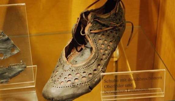 Almanya Saalburg'ta 2 bin yıllık ayakkabı bulundu