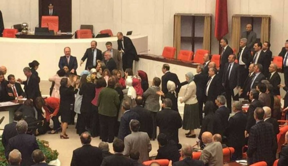 Aylin Nazlıaka'nın eylemi nedeniyle Meclis karıştı