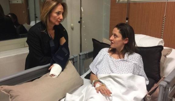 Aylin Nazlıaka,  Şafak Pavey'i hastanede ziyaret etti!