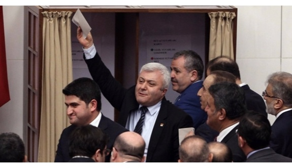 CHP'li Özkan: Beni AKP'li zanneden bir milletvekili açık oy vermemi istedi!