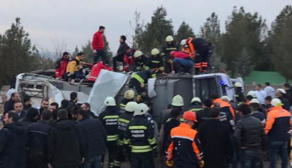 Diyarbakır Sur'da polis aracına saldırı: 3 polis yaşamını yitirdi, yaralılar var
