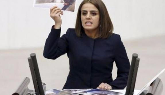 HDP Batman Milletvekili Ayşe Acar Başaran gözaltına alındı.