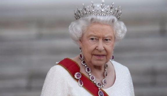 Kraliçe Elizabeth'e korumaları silah doğrulttu
