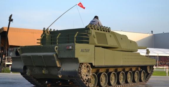 'Türkiye kendi yaptığı tanka motor bulamıyor'