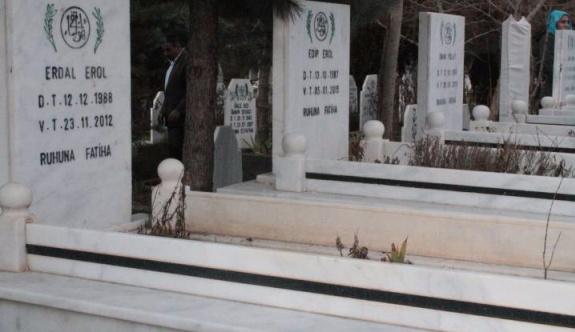 23 Mezar taşı''örgüt propagandası' gerekçesiyle zorla değiştirildi!