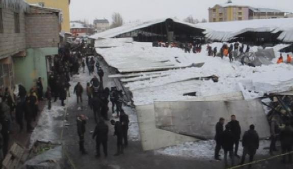 Ağrı'da pazar yeri çöktü: 2 kişi enkaz altında