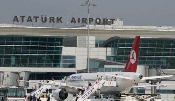 Atatürk Havalimanı'nda uçak inişleri ve kalkışları durduruldu