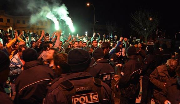 Bursaspor otobüsüne saldırı: Futbolcular darp edildi
