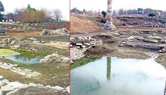 Dünyanın Yedi Harikası'ndan biri: Çöplüğe dönen Artemis Tapınağı 'bataklığı' andırıyor