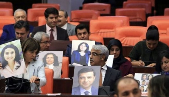 'HDP'li vekilleri tutuklayarak referandumda 'hayır' çıkmasını engelleyemezler'