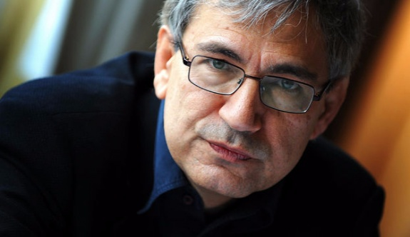 Hürriyet'ten Orhan Pamuk'a sansür!