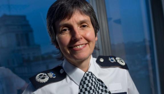 İngiltere'de Scotland Yard'a ilk kez bir kadın, emniyet müdürü olarak atandı.