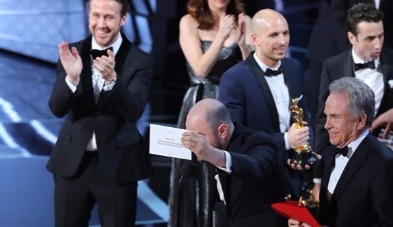Oscar Ödül töreninde, geceye yanlış anons damgasını vurdu!