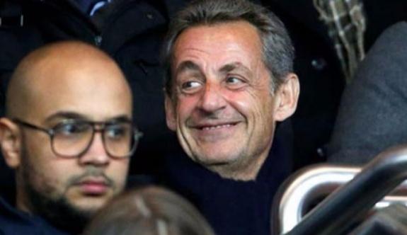 Güvenlik görevlileri maç esnasında Sarkozy'i locadan attı!