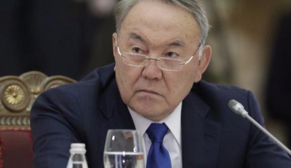 Kazakistan'ı 26 yıldır 'başkanlık sistemi'yle yöneten Nazarbayev'in yetkileri azaltıldı!