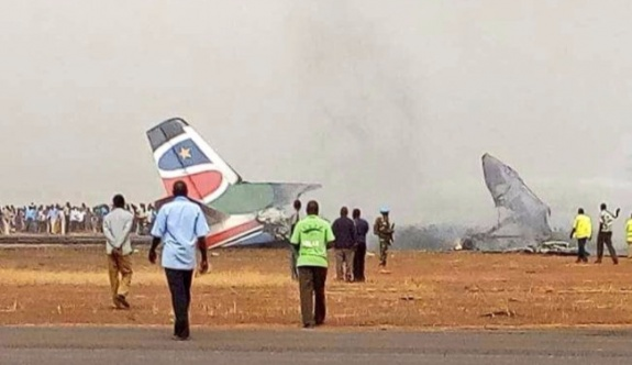 Uçak düştü, 44 yolcu yaşamını kaybetti!