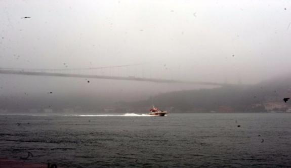 İstanbul Boğazı'nda geçişlere sis engeli