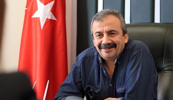Sırrı Süreyya Önder'den KDP'li Kürtlere 'bayrak' sorusu