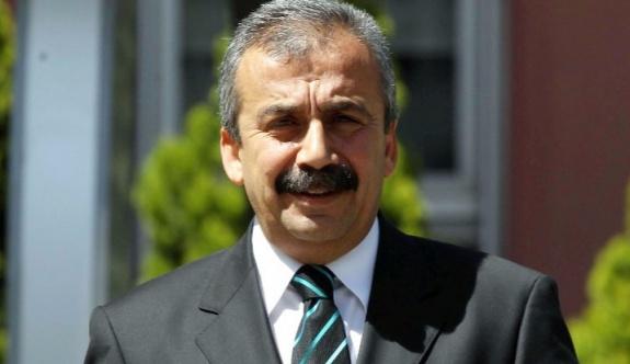 Sırrı Süreyya Önder; 'Hepimiz geliyoruz!