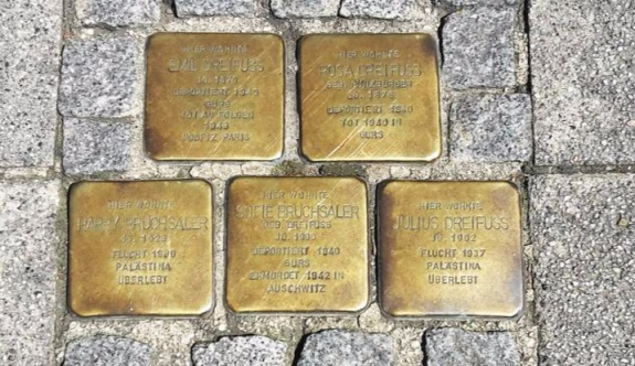 Almanya'da soykırımı anma taşlarını çaldılar