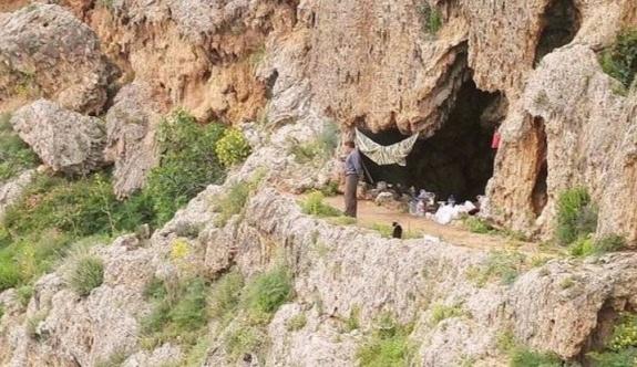 Antalya'da onlarca yoksul aile falezlerde yaşıyor!