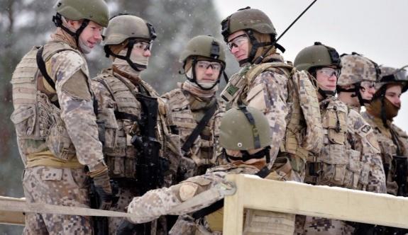 Arazisine giren NATO askerlerini tüfeğiyle kovdu