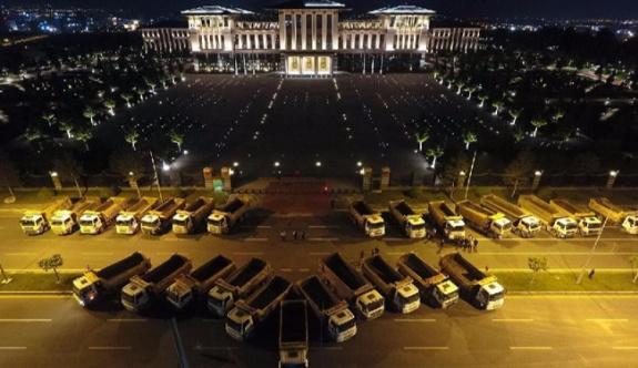 Cumhurbaşkanlığı Sarayı'nın önüne çok sayıda kamyon park edildi