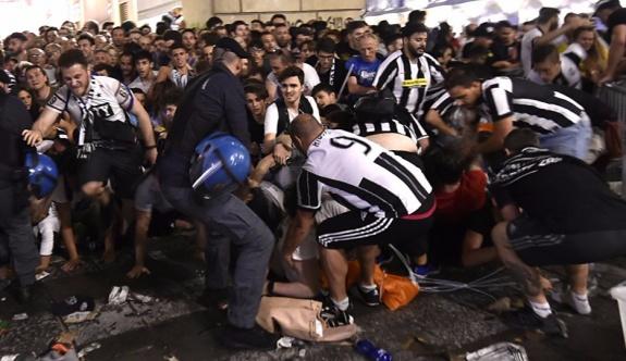 İtalya'da maç yayını sırasında izdiham: En az 1000 yaralı