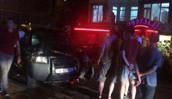 Kocaeli'de kafenin önünde oturanlara cip çarptı