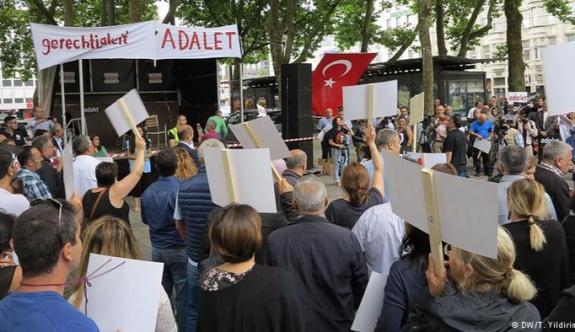 Köln'de Adalet Yürüyüşü'ne destek gösterisi