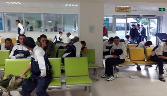 Manisa'daki kışladan 300 asker hastaneye kaldırıldı