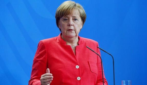 Merkel: İnternetin küresel kanunlara ihtiyacı var