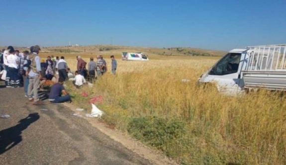 Midyat yolunda 2 kamyonet çarpıştı: 4 kişi hayatını kaybetti