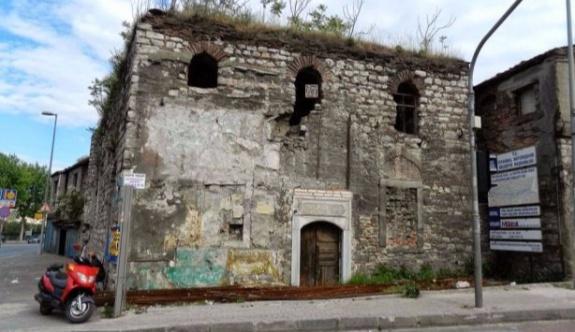 Mimar Sinan'ın tarihi Ayakapı Hamamı satılığa çıkarıldı