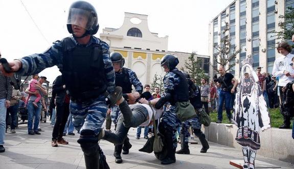 Rusya'da hükümet karşıtı gösteri: 650 gözaltı
