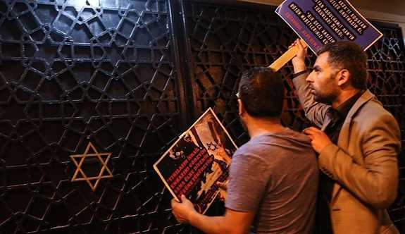 Alperen Ocakları sinagog önünde eylem yaptı: İbadet özgürlüğünüzü engelleriz