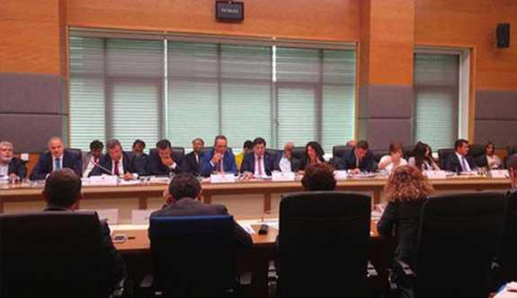 Anayasa Komisyonu'nda sert tartışma