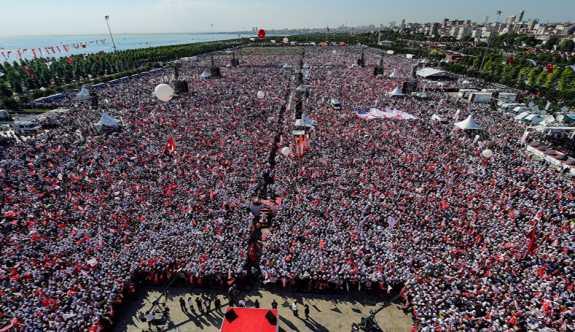 CHP'den 'Hak, Hukuk, Adalet Günü' teklifi