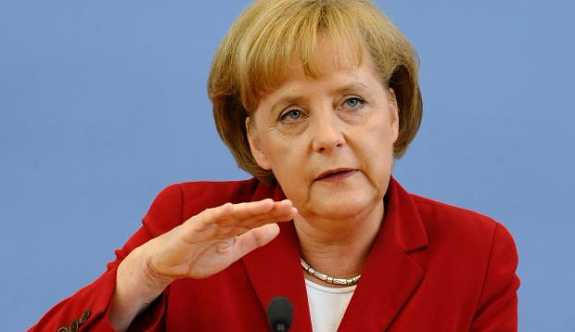 """Merkel'den """"Büyükada"""" tutuklamalarına çok sert tepki"""
