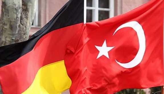 Merkel'in yardımcısı: Türkiye'ye AB fonu kesilsin