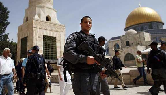 Mescid-i Aksa'nın Hutta Kapısı'nda Filistinlilere saldırı