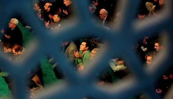 Yeni Şafak yazarı: Cemaatler çökerse Türkiye kıyıya vurur