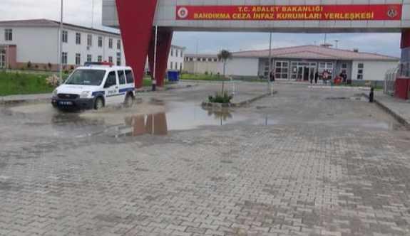 Bandırma Cezaevi'nde 7 mahkum yemekten zehirlendi